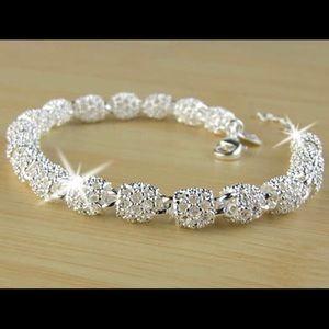 Jewelry - Women's New beautiful Sterling silver bracelet